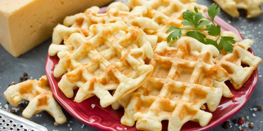 Waffles salados con queso