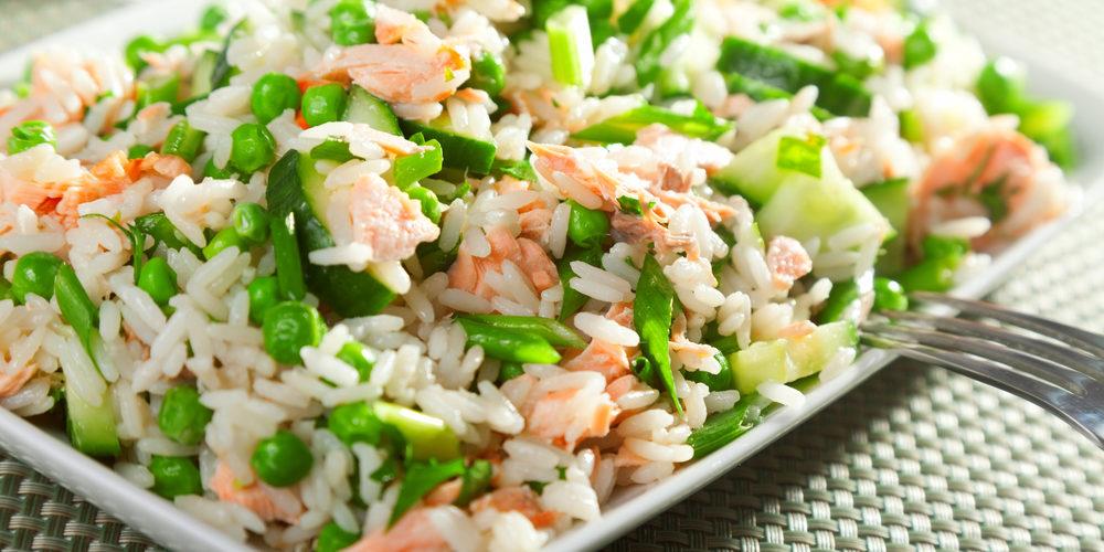Recette Salade de riz complet au saumon facile   Mes ...