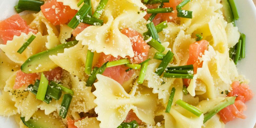Recette Salade de pâtes au saumon fumé et avocat facile ...